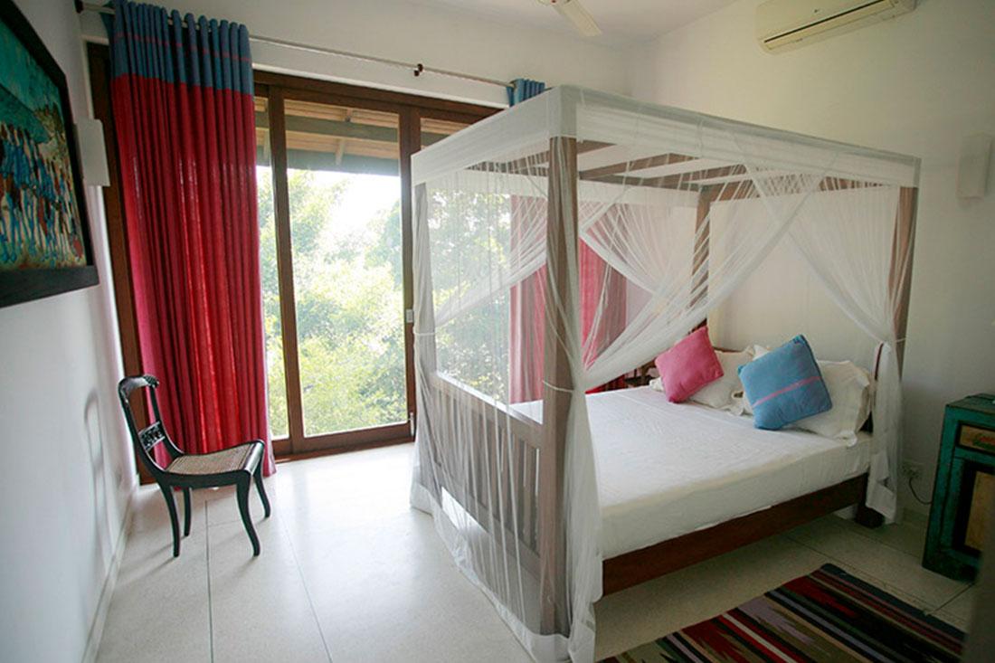 double-bedroom-garden-&-lake