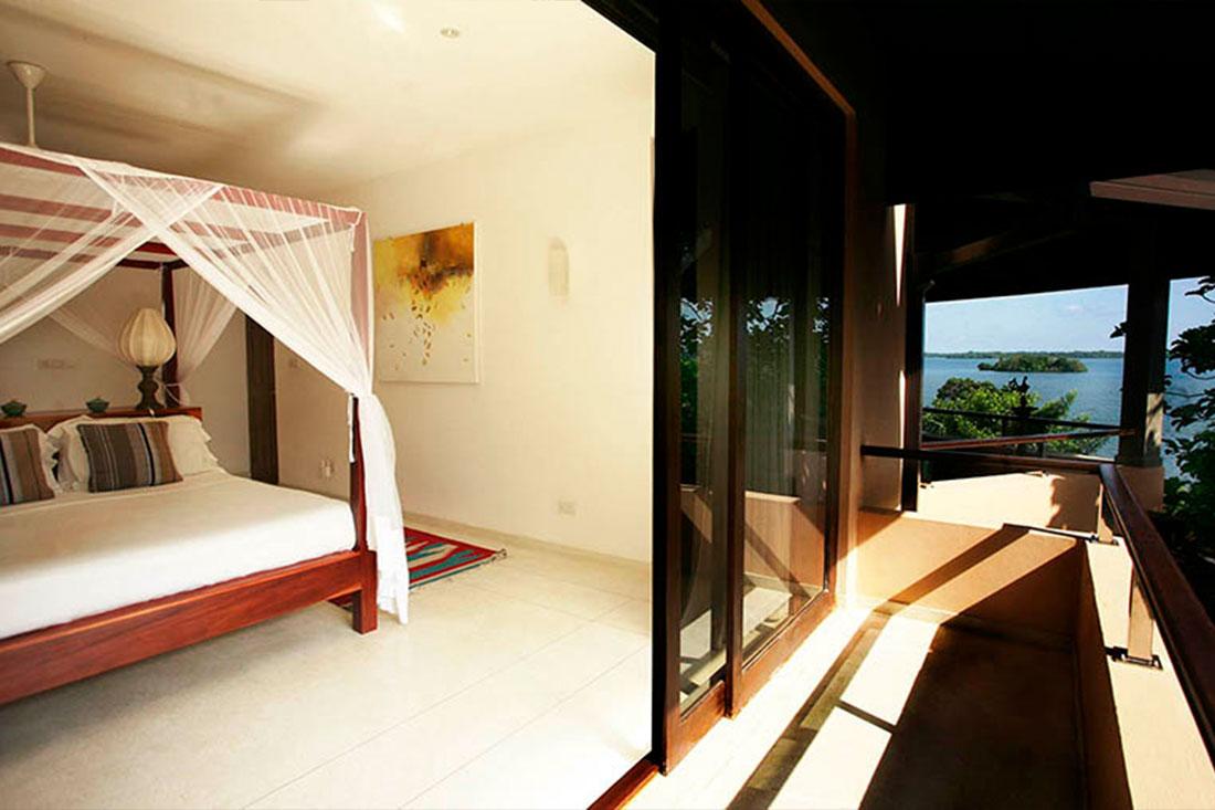 lake-view-bedroom